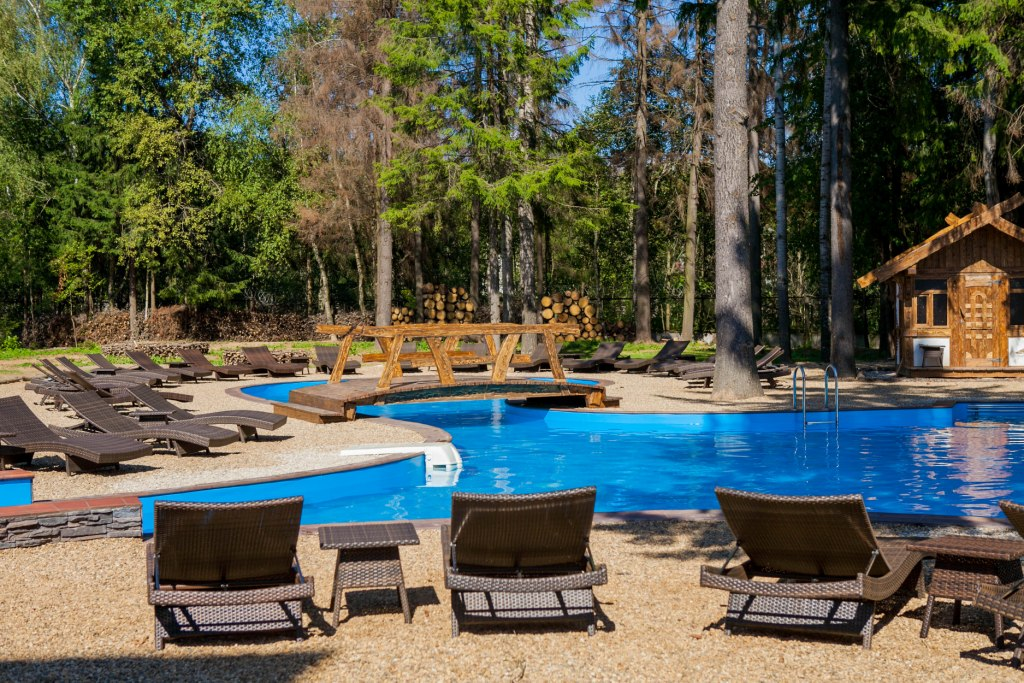 В отеле предоставляется много возможностей для активного отдыха: бассейн, боулинг, бильярд, экскурсии.
